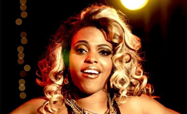 Jéssica é dançarina de funk e namora os bandidos da região (Foto: Divulgação/TV Globo)