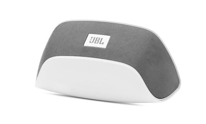 Caixa de som Soundfly BT permite transmitir áudio via Wi-Fi (Foto: Divulgação/JBL)