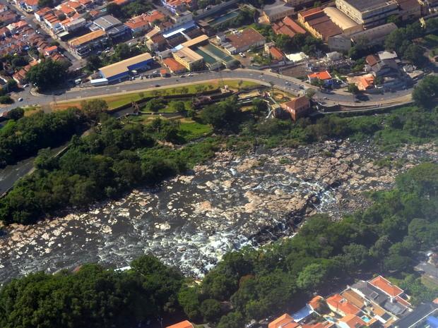 Rio Piracicaba seco (Foto: Thomaz Fernandes/G1)
