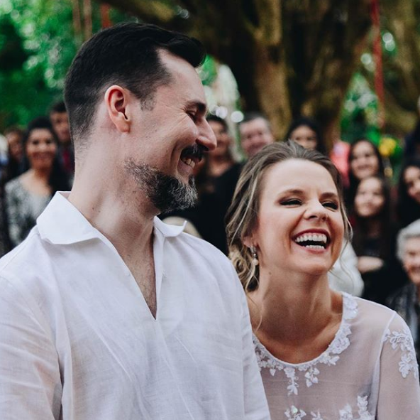 Daniela Carvalho e o marido, Pedro Jones (Foto: Reprodução Instagram)