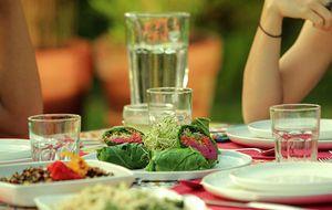 Sanduíche de couve com homus de beterraba e quinoa: receita da Bela Gil