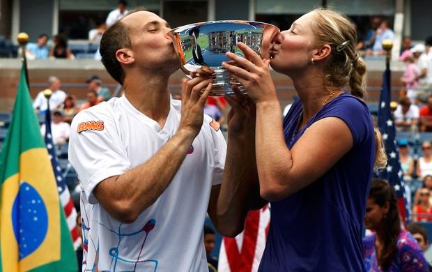 Bruno Soares e Ekaterina Makarova US Open vitória (Foto: Reuters)