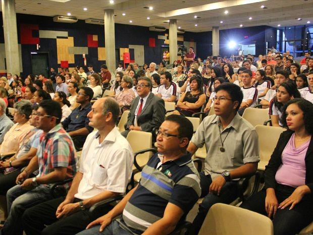 Cerca de 200 pessoas compareceram ao evento neste domingo (Foto: Luis Henrique Oliveira/G1 AM)