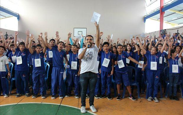 Apresentador do Paneiro, Oyama Filho, conduziu a programação do evento (Foto: Gisa Almeida/ Rede Amazônica)