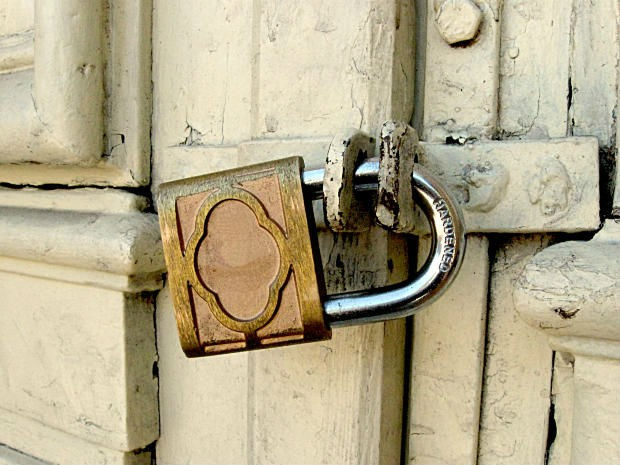 É importante avisar algum vizinho de confiança quando você vai viajar (Foto: Divulgação)