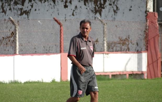 Roberval Davino está de volta ao CRB (Foto: Henrique Pereira/ Globoesporte.com)