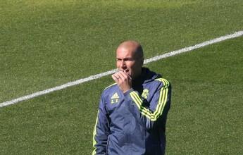 """Zidane apoia Benzema após corte  na Eurocopa: """"Triste e decepcionado"""""""