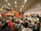 Sem acordo, professores seguem acampados na Câmara de Goiânia
