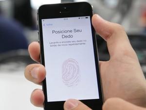 Principal novidade do iPhone 5S é o sensor de impressões digitais do aparelho (Foto: G1)
