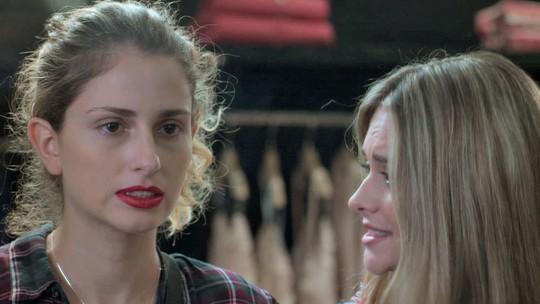 Ivana experimenta roupas escolhidas por Simone: 'Muito esquisita'