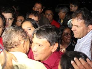 Wellington Dias, eleito governador do Piauí, é recebido com festa (Foto: Abdias Bideh/G1)
