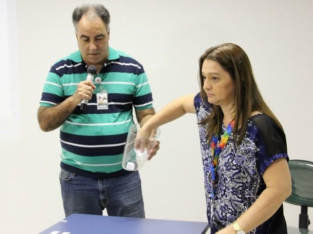 Ordem das entrevistas foi definida por sorteio  (Foto: Jamile Alves/G1 AM)
