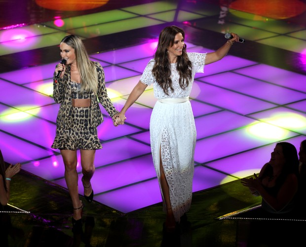 Claudia e Ivete (Foto: The Voice Brasil/TV Globo)