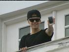 Fã conta como foi dormir ao lado de Justin Bieber em mansão no Rio