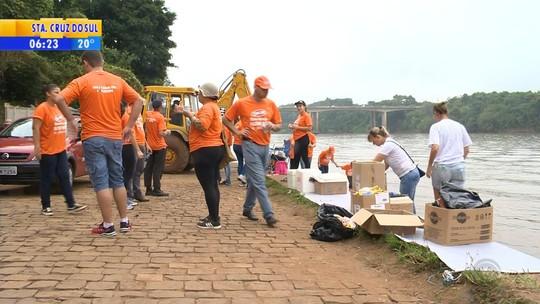 Voluntários retiram quase 4 toneladas de lixo do Rio Taquari, no RS