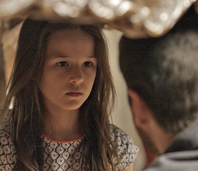 Sem perceber, Aninha acaba falando demais (Foto: TV Globo)