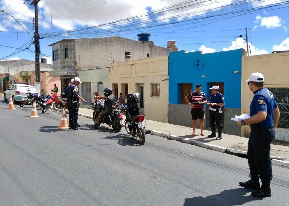 Operação foi realizada no bairro Boa Vista, em Garanhuns (Foto: Divulgação/AMSTT)