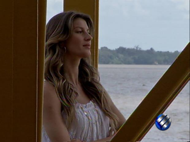 Baía de Guajará foi cenário escolhido para novo comercial da modelo (Foto: Reprodução/TV Liberal)