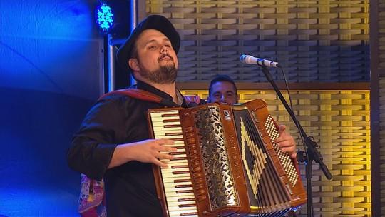 Luciano Maia canta 'Fincando o Garrão' para o site do 'Galpão Crioulo'; assista