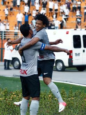 Romarinho e Paulinho comemoram gol do Corinthians contra o Sport (Foto: Paulo Fischer / Futura Press)