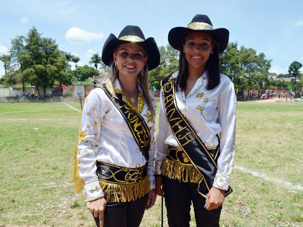Daiane e Giovana, princesa e rainha da cavalhada em Santana do Jacaré (Foto: Samantha Silva / G1)
