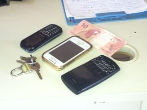 Parte do dinheiro roubado foi recuperado. (Foto: Patrícia Belo / G1)
