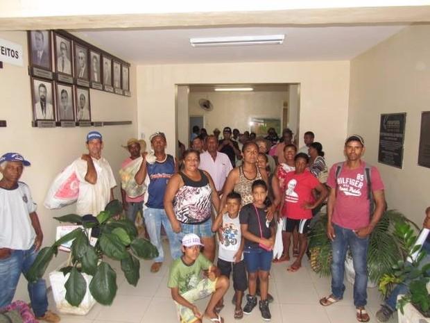 Pariticipantes dizem que não irão sair até que reunião seja realizada (Foto: Claudio Cesar/Divulgação)