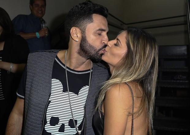 Latino e a namorada (Foto: Cláudio Augusto/ Brazil News)