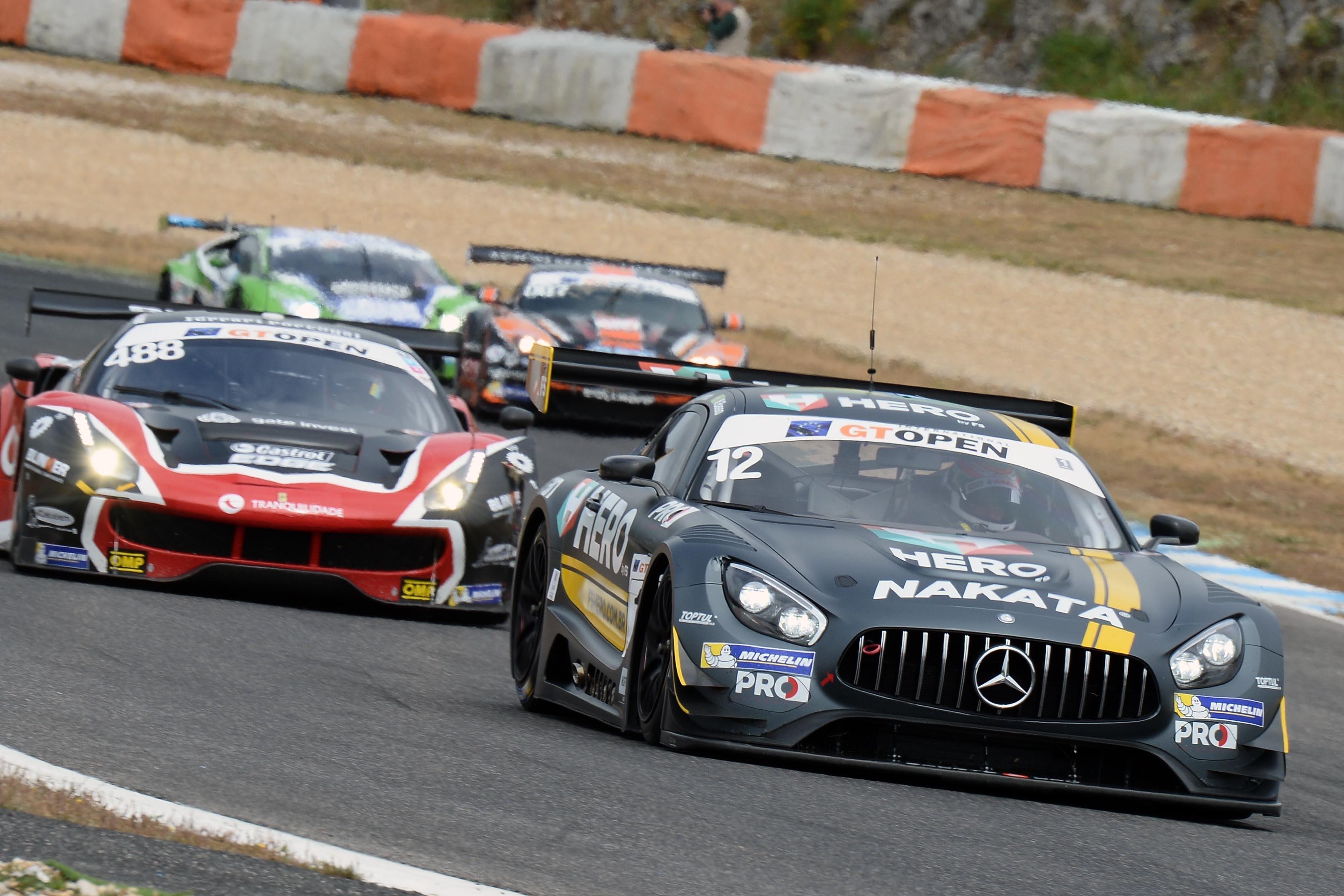A Mercedes AMG GT3 de Marcelo Basso e Nonô Figueiredo na corrida 2 de domingo onde fizeram P3 na categoria AM (Foto: Divulgação/FOTOSPEEDY)