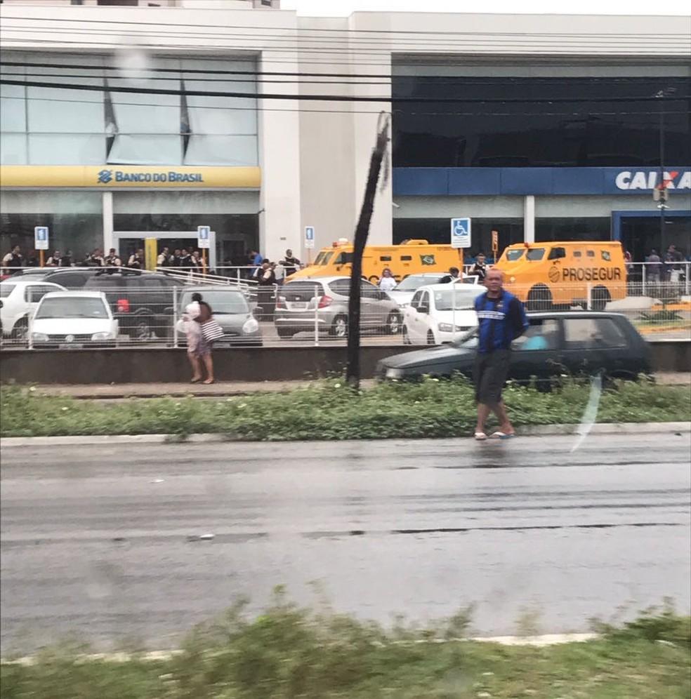 Criminosos atacaram carro-forte na manhã desta terça-feira (9) em Natal (Foto: Divulgação/PM)