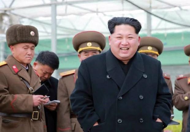 Foto divulgada pela agência oficial da Coreia do Norte registra o líder do país, Kim Jong-un, durante visita a um viveiro de plantas na capital Pyongyang, Coreia do Norte. A foto foi divulgada em 03/12/2015 (Foto: Rodong Sinmun/EFE)