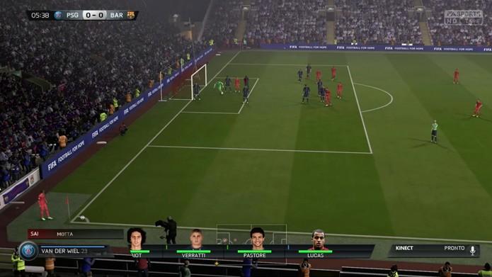 Novamente é possível trocar jogadores por comandos de voz. (Foto: Reprodução)