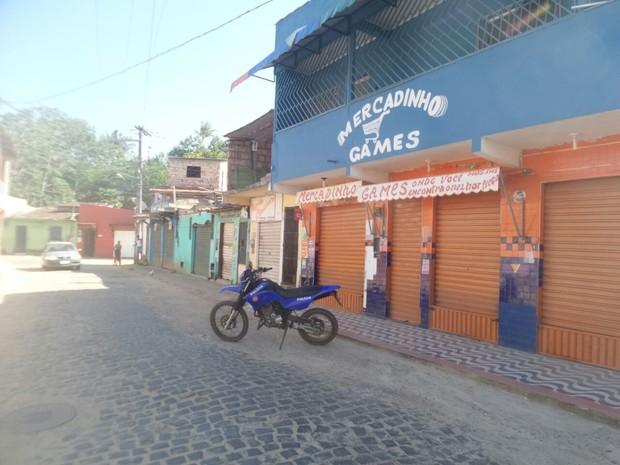 Estabelecimentos fecharam as portas desde a sexta-feira (Foto: Camila Oliveira/ TV Santa Cruz)