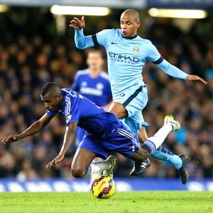 Ramires e Fernando, Chelsea X Manchester City (Foto: Agência AP )