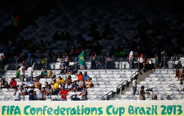 Copa das Confederações Calor - Torcida mineirão sol, Taiti x Nigéria (Foto: Reuters)