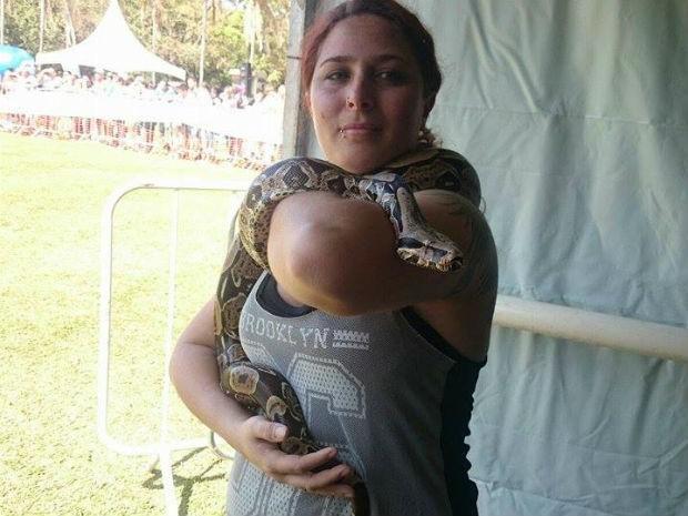 Jurema está há quatro anos com Sheila, mas cresceu acostumada com os humanos  (Foto: Renata Marconi/G1)