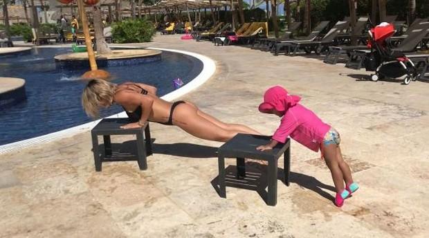 Bella Falconi e sua filha, Vicky  (Foto: Reprodução/Instagram)