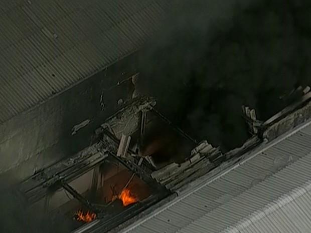 Incêndio deixou feridos na Mooca na tarde desta sexta-feira (Foto: Reprodução/TV Globo)