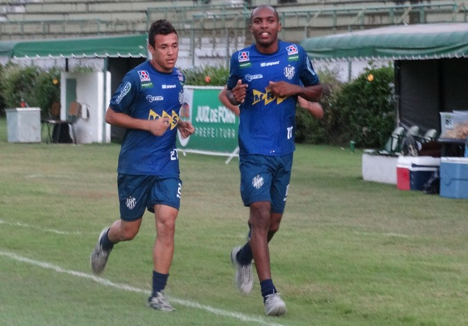 Henrique treina Tupi-MG (Foto: Rafaela Borges)
