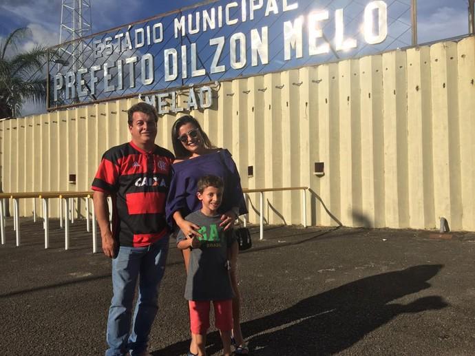 Casal Fabio e Barbara no jogo do Boa Esporte (Foto: Felipe Siqueira)