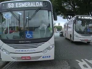 Moradores reclamam do aumento da passagem de ônibus em Atibaia, SP (Foto: Reprodução/ TV Vanguarda)