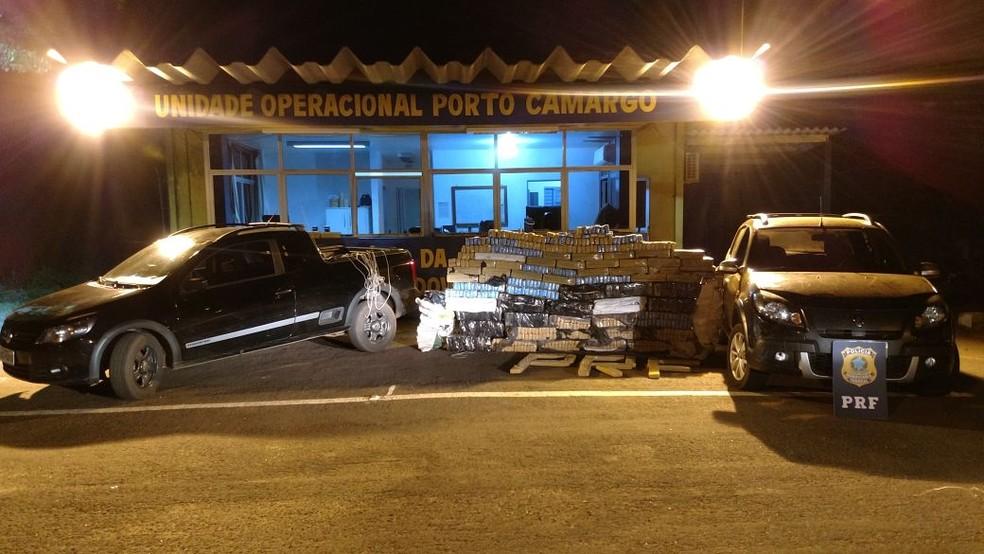 Os dois veículos foram roubados na Região Metropolitana de Curitiba. (Foto: Polícia Rodoviária Federal/Divulgação)