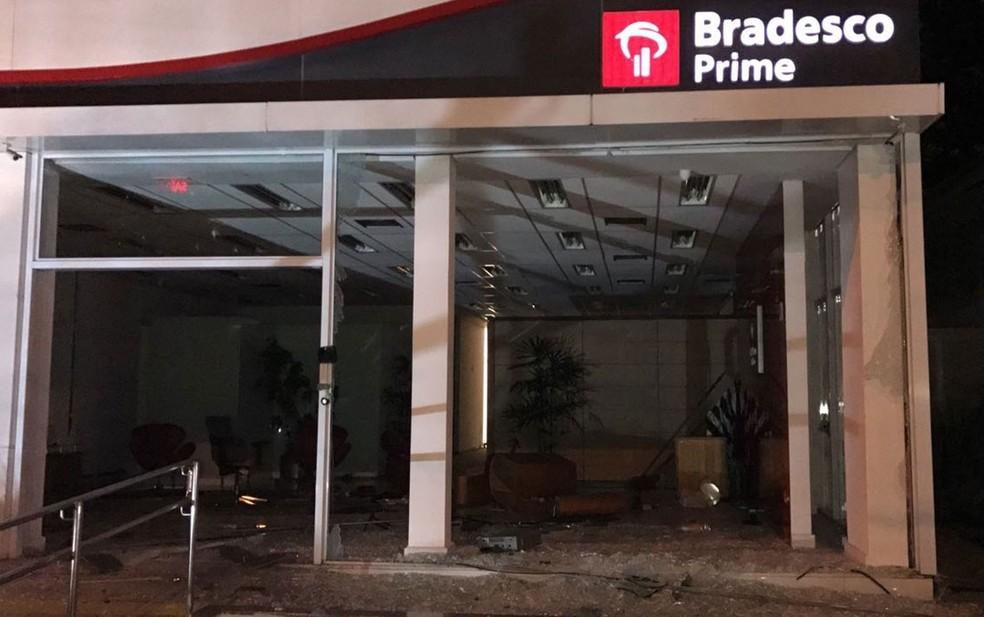 Agência do Bradesco depredada (Foto: Glauco Araújo/G1)