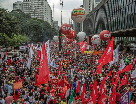 Manifestação na Avenida Paulista.A população tem o direito de saber mais (Foto: Marlene Bergamo/Folhapress)