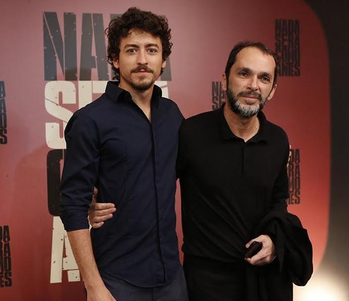 Jesuíta Barbora posa com o diretor José Luiz Villamarim na coletiva de 'Nada Será Como Antes' (Foto: Ellen Soares/Gshow)