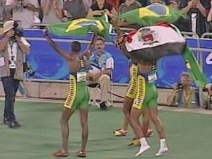 Ex-professora afirma que se emocionou muito ao ver bandeira com campeões olímpicos (Foto: Reprodução/TV Fronteira)
