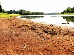 Com a estiagem, nível da represa que abastece Cordeirópolis caiu (Foto: Henry Villela/Prefeitura de Cordeirópolis)