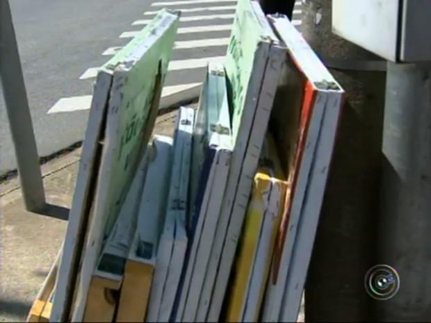 O material de campanha apreendido deve ser retirado no cartório eleitoral (Foto: Reprodução/TV Tem)