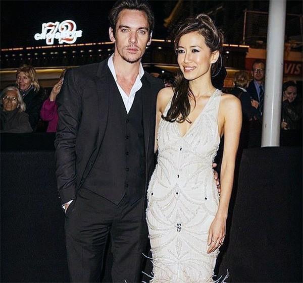 Jonathan Rhys Meyers e a esposa Mara Lane (Foto: Instagram)