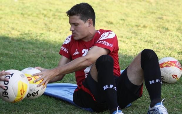 Fernando, lateral-esquerdo do Botafogo-SP (Foto: Agência Botafogo-SP)